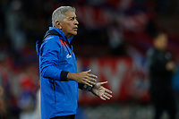MEDELLIN - COLOMBIA, 16-10-2019: Octavio Zambrano técnico de Deportivo Pasto gesticula durante el partido con Independiente Medellín por la semifinal vuelta de la Copa Águila 2019 jugado en el estadio Atanasio Girardot de la ciudad de Medellín. / Octavio Zambrano coach of Deportivo Pasto gestures during second leg match against Independiente Medellin for the semifinal of the Aguila Cup 2019 played at Atanasio Girardot stadium in Medellin city. Photo: VizzorImage / Leon Monsalve / Cont