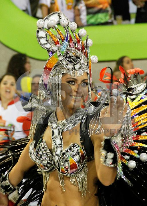 RIO DE JANEIRO, RJ, 07 DE JANEIRO 2011 - CARNAVAL RJ - SALGUEIRO - Carol Castro  durante desfile da Escola Salgueiro durante desfile no Sambódromo da Marquês de Sapucaí durante o segundo dia dos desfiles do Grupo Especial do Carnaval 2011 do Rio de Janeiro. (FOTO: VANESSA CARVALHO / NEWS FREE).
