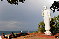 SRI LANKA Trincomalee , Fort Frederick, new Buddha statue close to the Tamil Hindu temple / SRI LANKA Trincomalee, neue Buddha Statue nahe des tamilischen Hindu Tempels auf dem Swami Rock