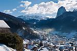 Italy, South Tyrol, Alto Adige, Dolomites, Ortisei at Val Gardena with Sassolungo mountain and Sella Group | Italien, Suedtirol, Dolomiten, St. Ulrich im Groednertal mit Langkofel und der Sellagruppe