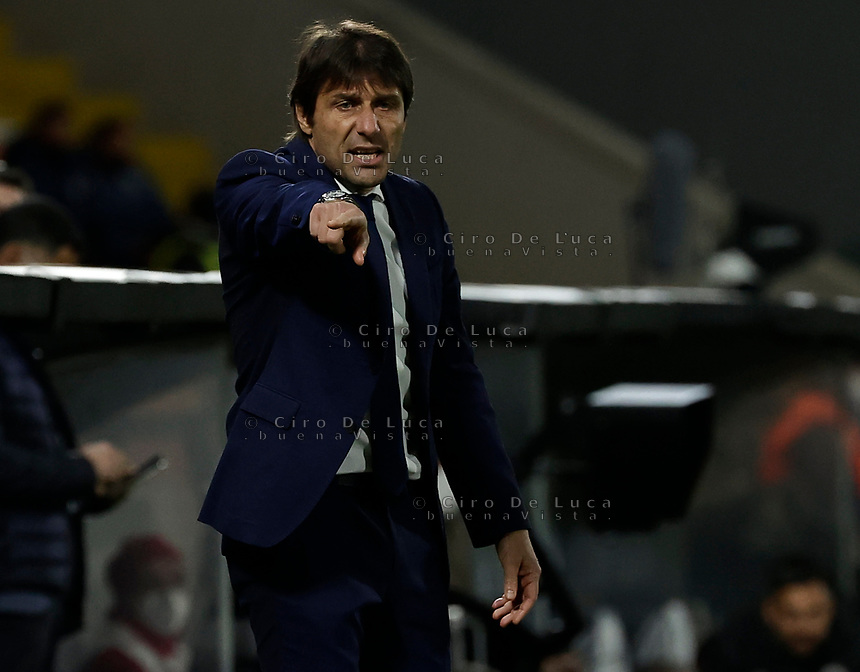 Antonio Conte coach of Inter  during the  italian serie a soccer match,Spezia Inter Milan at  the STadio Picco in La Spezia Italy ,