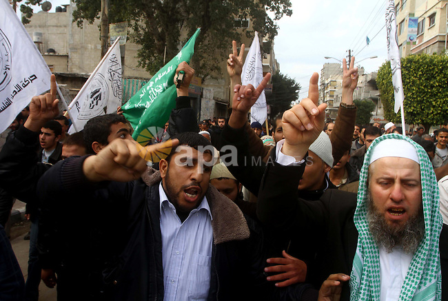 """Palestinian protesters shout slogans as they gather in Khan Yunis in the southern Gaza Strip on February 24, 2012 during a demonstration to show solidarity for Jerusalem's Al-Aqsa mosque compound. Clashes briefly broke out between Israeli police and """"hundreds"""" of Palestinian stone-throwers at the flashpoint compound, police said. Photo by Ashraf Amra"""