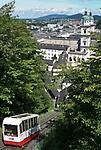 Oesterreich, Salzburger Land, Stadt Salzburg: Festungsbahn zur Festung Hohensalzburg oberhalb der Altstadt   Austria, Salzburger Land, Salzburg: cable car to fortress Hohensalzburg