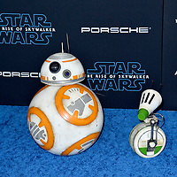 "LOS ANGELES, USA. December 17, 2019: BB-8 & D-O at the world premiere of ""Star Wars: The Rise of Skywalker"" at the El Capitan Theatre.<br /> Picture: Paul Smith/Featureflash"