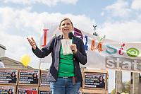 """Demostration unter dem Motto """"Inklusion statt Selektion"""" mit Menschen mit Down-Syndrom am Mittwoch den 10. April 2019 in Berlin.<br /> Einen Tag vor der Debatte im Deutschen Bundestag ueber den Nutzen nichtinvasiver Bluttests zur Diagnose von Trisomien wie etwa dem Down-Syndrom und die Einfuehrung eines solchen Test auf Kosten der Krankenkassen demonstrierten mehrere hundert Menschen gegen diese Debatte. Unter ihnen viele Betroffene, Elter wie Kinder, die vom Downsyndrom betroffen sind.<br /> Im Bild: Corinna Rueffer, MdB (Buendnis 90/Die Gruenen).<br /> 10.4.2019, Berlin<br /> Copyright: Christian-Ditsch.de<br /> [Inhaltsveraendernde Manipulation des Fotos nur nach ausdruecklicher Genehmigung des Fotografen. Vereinbarungen ueber Abtretung von Persoenlichkeitsrechten/Model Release der abgebildeten Person/Personen liegen nicht vor. NO MODEL RELEASE! Nur fuer Redaktionelle Zwecke. Don't publish without copyright Christian-Ditsch.de, Veroeffentlichung nur mit Fotografennennung, sowie gegen Honorar, MwSt. und Beleg. Konto: I N G - D i B a, IBAN DE58500105175400192269, BIC INGDDEFFXXX, Kontakt: post@christian-ditsch.de<br /> Bei der Bearbeitung der Dateiinformationen darf die Urheberkennzeichnung in den EXIF- und  IPTC-Daten nicht entfernt werden, diese sind in digitalen Medien nach §95c UrhG rechtlich geschuetzt. Der Urhebervermerk wird gemaess §13 UrhG verlangt.]"""