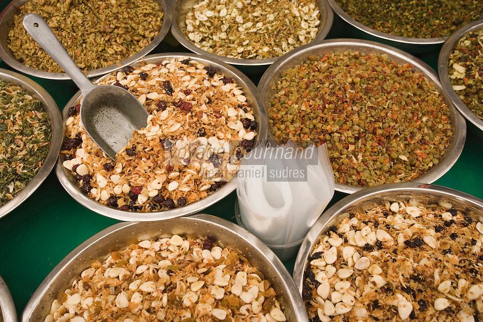 Asie/Israël/Judée/Jérusalem détail étal fruits secs poyur l'aperitifdu marché Mahane Yehuda un des marchés les plus importants de la a ville