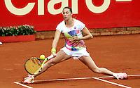 BOGOTA - COLOMBIA - 12-04-2016: Marina Duque de Colombia,  devuelve la bola a Amra Sadikovic de Suiza,  durante partido por el Claro Colsanitas WTA, que se realiza en el Club El Rancho de Bogota. / Marina Duque of Colombia, returns the ball to Amra Sadikovic of Switzerland, during a match for the WTA Claro Colsanitas, which takes place at Club El Rancho de Bogota. Photo: VizzorImage / Luis Ramirez / Staff.