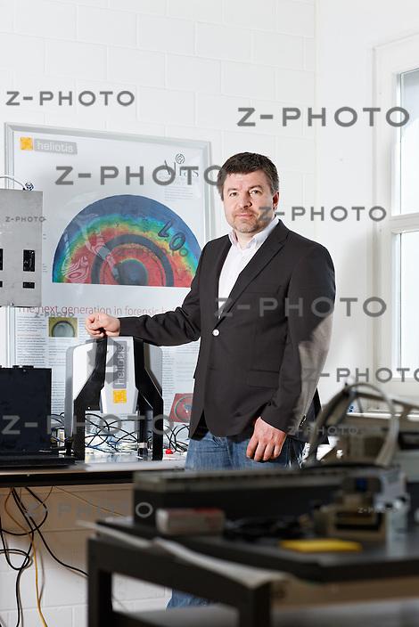 Portrait von Dr. Rudolf Moosburger, CEO von Heliotis AG im Hauptsitz in Längenbold 5 in Root am 23. März 2012..Copyright © Zvonimir Pisonic