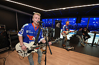 IJSHOCKEY: HEERENVEEN: UNIS Flyers - Ahoud Devils, uitslag 2-5, optreden Johannes Rypma en Band, ©foto Martin de Jong