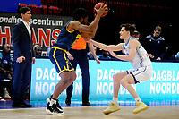 24-03-2021: Basketbal: Donar Groningen v Landstede Hammers: Groningen, Landstede speler Kayel Locke met Donar speler Will Moreton