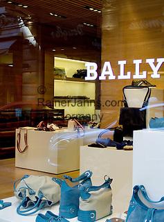 CHE, Schweiz, Tessin, Lugano (Altstadt): Bally Schuhmoden - exklusive Geschaefte in der Altstadt   CHE, Switzerland, Ticino, Lugano (Old Town): exclusive shops at Downtown - Bally Shoes