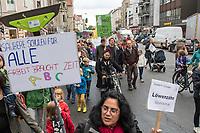 """Unter dem Motto """"Bessere Arbeit, saubere Schulen, gutes Lernen"""" protestierten am Dienstag den 1. Oktober in Berlin Neukoelln Eltern, Schueler und Reinigungskraefte fuer eine Rekommunalisierung der Schulreinigung. Sie forderten, dass die Schulreinigung wieder von an den Schulen angestellten Renigungskraeften wird und nicht weiter von externen Dienstleistungsfirmen. Seit diesen Sparmassnahmen der Bezirke ist z.B. der Zustand der Sauberkeit der Schultoiletten und Klassenzimmer unhaltbar, so die Demonstranten. Zudem haetten die Reinigungskraefte im Schnitt nur ca. 90 Sekunden Zeit einen Klassenraum zu putzen.<br /> 1.10.2019, Berlin<br /> Copyright: Christian-Ditsch.de<br /> [Inhaltsveraendernde Manipulation des Fotos nur nach ausdruecklicher Genehmigung des Fotografen. Vereinbarungen ueber Abtretung von Persoenlichkeitsrechten/Model Release der abgebildeten Person/Personen liegen nicht vor. NO MODEL RELEASE! Nur fuer Redaktionelle Zwecke. Don't publish without copyright Christian-Ditsch.de, Veroeffentlichung nur mit Fotografennennung, sowie gegen Honorar, MwSt. und Beleg. Konto: I N G - D i B a, IBAN DE58500105175400192269, BIC INGDDEFFXXX, Kontakt: post@christian-ditsch.de<br /> Bei der Bearbeitung der Dateiinformationen darf die Urheberkennzeichnung in den EXIF- und  IPTC-Daten nicht entfernt werden, diese sind in digitalen Medien nach §95c UrhG rechtlich geschuetzt. Der Urhebervermerk wird gemaess §13 UrhG verlangt.]"""
