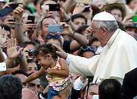 Papa Francesco saluta una bambina durante il suo incontro con i Ministranti delle diocesi tedesche in Piazza San Pietro, Citta' del Vaticano, 5 agosto 2014.<br /> Pope Francis greets a child during his meeting with German altar servers in St. Peter's square, Vatican, 5 August 2014.<br /> UPDATE IMAGES PRESS/Riccardo De Luca<br /> <br /> STRICTLY ONLY FOR EDITORIAL USE