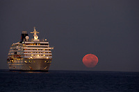 Norwegian Wind cruise ship and the setting full moon The rising sun makes the moon glow yellow, Kailua Kona, Big Island, Hawaii, USA, Pacific Ocean
