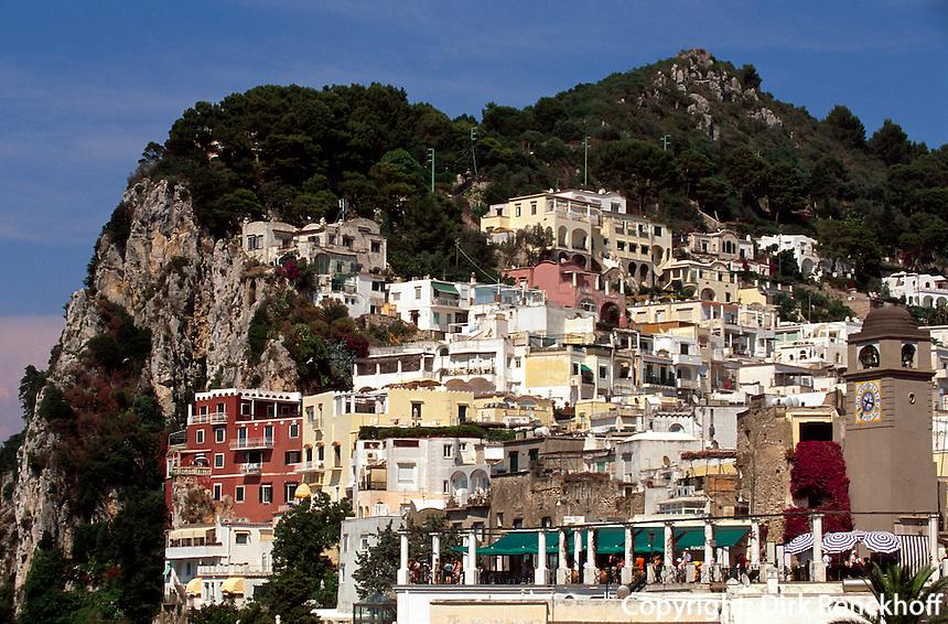 Blick von Seilbahn auf Ort Capri, Capri, Italien