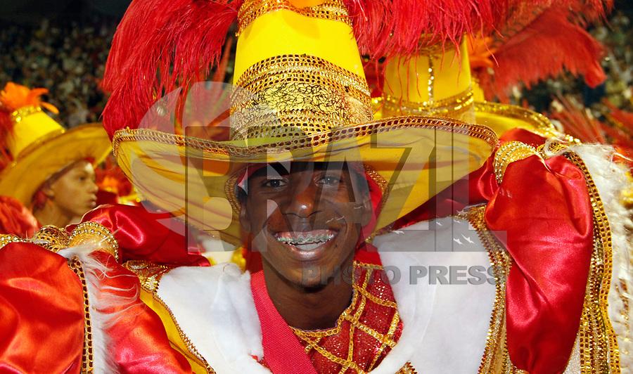 SÃO PAULO, SP, 04 DE MARÇO DE 2011 - CARNAVAL 2011 / TOM MAIOR -  Desfile da Tom Maior primeiro dia dos desfiles das escolas do Grupo Especial de São Paulo, no Sambódromo do Anhembi, zona norte da capital paulista, nesta sexta-feira. (FOTO: VANESSA CARVALHO / NEWS FREE).