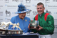 Britain's Queen Elizabeth presents the trophy to Pat Smullen after he rides Harzand to victory in the 4.30 Investec Derby <br /> Ippica Investec Derby meeting taking place at Epsom Downs Racecourse -  06/04/2016 <br /> Foto Matthew Childs / Action Images / Panoramic