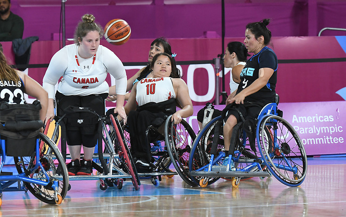 Arinn Young and Puisand Lai, Lima 2019 - Wheelchair Basketball // Basketball en fauteuil roulant.<br /> Women's wheelchair basketball competes against Argentina // Le basketball en fauteuil roulant féminin contre Argentine. 25/08/2019.