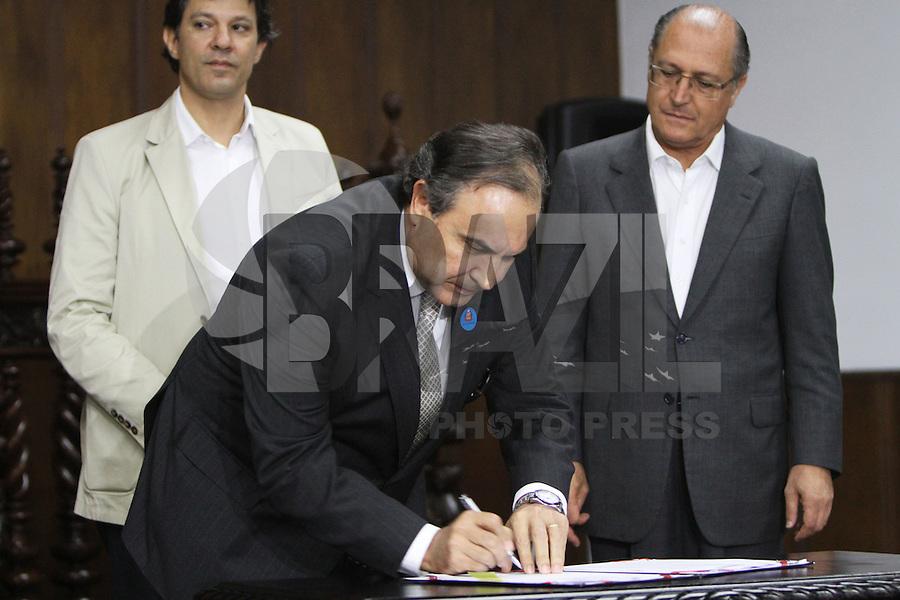 SAO PAULO, SP, 18 MARCO 2013 - ASSINATURA CONVENIO ATIVIDADE  DELEGADA -  O Secretariode de Seguranca do Estado Fernando Grella participa da assinatura do convenio de atividade delegada, um convenio que acrescenta novas atribuicoes a parceria da atividade delegada, firmada em 2009 pelo Governo do Estado e a  Prefeitura de SP  no palacio Bandeirantes nessa segunda 18. (FOTO: LEVY RIBEIRO / BRAZIL PHOTO PRESS)