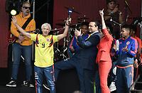 BOGOTA - COLOMBIA, 05-07-2018: Jose PEKERMAN técnico de la Selección Colombia de fútbol saluda a los hinchas durante el homenaje hoy, 05 de julio de 2018, después de su participación en la Copa Mundial de la FIFA Rusia 2018. El acto tuvo lugar een el estadio Nemesio Camacho El Campín de la ciudad de Bogotá / Jose PEKERMAN coach of Colombia national soccer team greets the fans during the tribute today, July 5, 2018, after his participation in the FIFA World Cup Russia 2018. The event took place at Nemesio Camacho El Campin stadium in Bogota city. Photo: VizzorImage / Gabriel Aponte / Staff