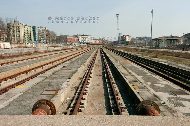 Milano, periferia sud. Ex scalo merci ferroviario di porta romana in disuso --- Milan, south periphery. Former freight railway yard of Milan Romana Gate now in disuse