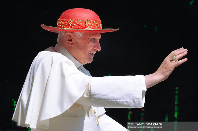 """Pope Benedict XVI wear his """"saturno"""" hat before the weekly general audience on June 30, 2010 in St Peter's square at the Vatican"""
