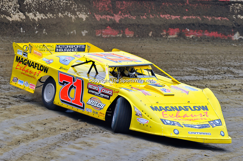 Feb 11, 2011; 11:27:50 AM; Gibsonton, FL., USA; The Lucas Oil Dirt Late Model Racing Series running The 35th annual Dart WinterNationals at East Bay Raceway Park.  Mandatory Credit: (thesportswire.net)