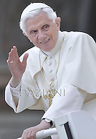 General audience Pope Benedict XVI in St. Peter's Square at the Vatican. 16, May 2012