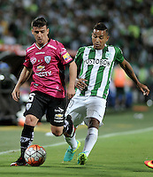 BOGOTA - COLOMBIA: 27-07-2016: MacNelly Torres (Der.) jugador de Atletico Nacional de Colombia disputa el balón con Mario Rizotto (Izq.) jugador de Independiente Del Valle de Ecuador, durante partido de vuelta de la final, entre Atletico Nacional e Independiente Del Valle por la Copa Bridgestone Libertadores 2016 en el Estadio Atanasio Girardot, de la ciudad de Medellin. / MacNelly Torres (R) player of Atletico Nacional of Colombia, vies for the ball with Mario Rizotto (L) player Independiente Del Valle de Ecuador, during a match for the second leg for the final between Atletico Nacional and Independiente Del Valle for the Bridgestone Libertadores Cup 2016, in the Atanasio Girardot Stadium, in Medellin city. Photos: VizzorImage / Luis Ramirez / Staff.