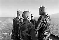 - Italian army soldiers on board of San Giusto amphibious assault ship  sailing for NATO mission in Bosnia in January 1996....- militari dell'esercito italiano a bordo della nave da assalto anfibio S.Giusto in navigazione per la missione NATO in Bosnia del gennaio 1996