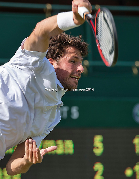 London, England, 27 june, 2016, Tennis, Wimbledon, Robin Haase (NED) serves the ball during his match against Diego Swartzman (ARG)<br /> Photo: Henk Koster/tennisimages.com
