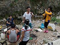 Touristen beim Tempel Songbul, Nordkorea, Asien<br /> Korean tourists near temple Songbul, North Korea, Asia
