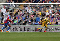 Pictured: Lukasz Fabianski of Swansea (R)<br /> Re: Premier League match between Crystal Palace and Swansea City at Selhurst Park on Sunday 24 May 2015 in London, England, UK