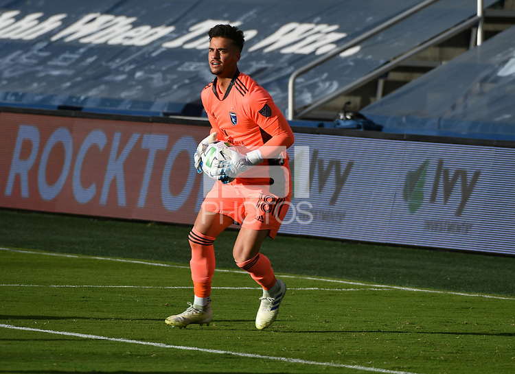 KANSAS CITY, KS - NOVEMBER 22: JT Marcinkowski #18 of the San Jose Earthquakes looks to distribute the ball before a game between San Jose Earthquakes and Sporting Kansas City at Children's Mercy Park on November 22, 2020 in Kansas City, Kansas.