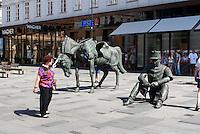 Plastik in Einkaufstraße Graben, Wien, Österreich<br /> Sculpture at sshoppingstreet Graben, Vienna, Austria