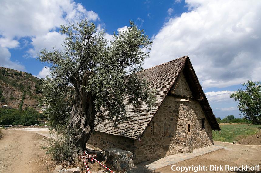 Zypern (Süd), Scheunenkirche Panagia Eleousa Podithou in Galata im Troodos-Gebirge, erbaut 1502, Unesco-Weltkulturerbe
