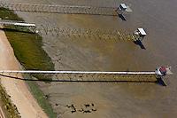 Europe/France/Pays de la Loire/44/Loire Atlantique/Saint-Brevin-les-Pins: Pêcherie, Carrelets sur l'estuaire de la Loire - Vue aérienne
