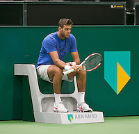 08-02-14, Netherlands,Rotterdam,Ahoy, ABNAMROWTT,, ,  Juan-Martin Del Potro (ARG) has arrived and is warming up<br /> Photo:Tennisimages/Henk Koster