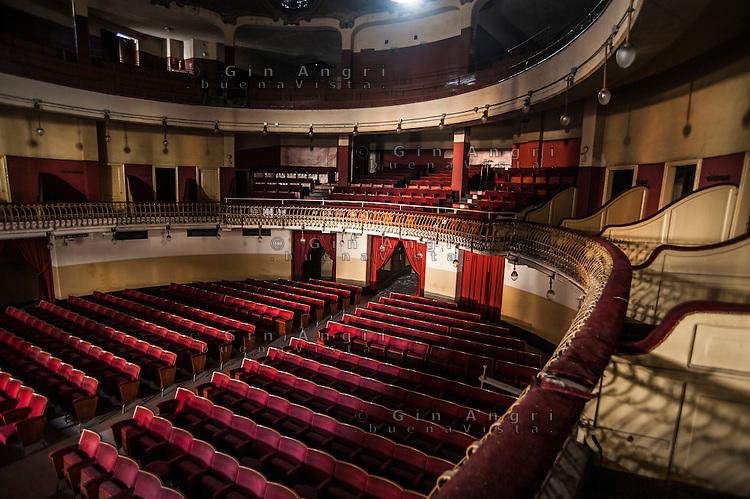 cinema teatro Politeama di Como abbandonato dall'inizio del 1990