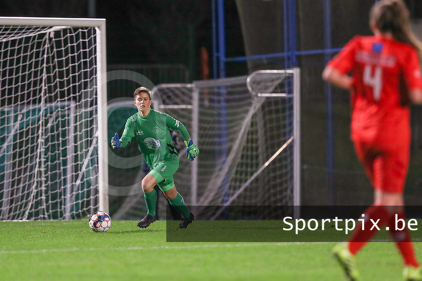 Woluwe's goalkeeper Hazel Engelen (18) with the ball during a female soccer game between FC Femina WS Woluwe and Standard Femina de Liege on the fourth match day of the 2020 - 2021 season of Belgian Womens Super League , Friday 8th of October 2020  in Liege , Belgium . PHOTO SPORTPIX.BE | SPP | SEVIL OKTEM