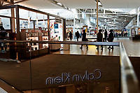 ELIZABETH, NEW JERSEY - MARCH 03: People visit a local mall on March 03, 2021 in Elizabeth, New Jersey. According projections the EE.UU economy rises 5,5% in 2021. where the excess savings in North American households will return to the market after vaccination and boosting consumption. (Photo by VIEWpress)