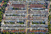 Wohngebiet in Lübeck: EUROPA, DEUTSCHLAND, SCHLESWIG- HOLSTEIN, LUEBECK (GERMANY), 23.08.2018: Wohngebiet in Lübeck, viele alte Wohnblocks in eienem Kiez
