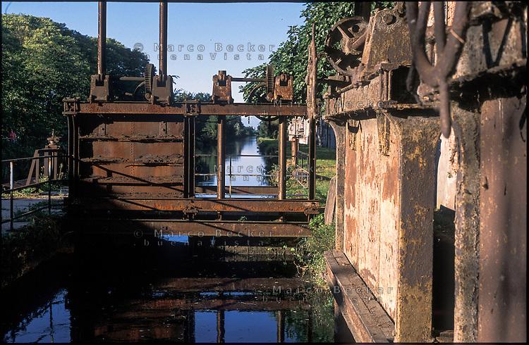 Rozzano (Milano), prese della vecchia filanda sul Naviglio Pavese --- Rozzano (Milan),  the old spinning mill on the canal Naviglio Pavese