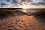 United Kingdom, England, Cornwall, Crantock: Ribbed sand and sand dunes at sunset, Crantock beach | Grossbritannien, England, Cornwall, Crantock: Sandduenen am Crantock Beach bei Sonnenuntergang