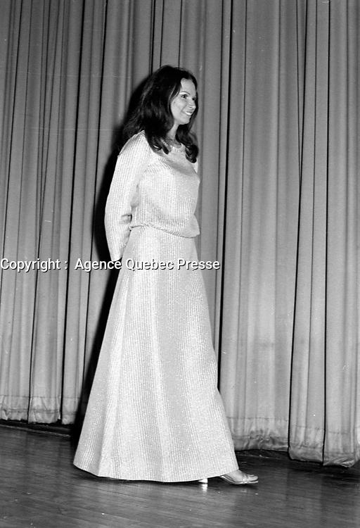 """Premiere du film """"Deux femmes en or"""" au Capitol. <br />  Entre le 1er et le 7 juin 1970<br /> <br /> Monique Mercure.<br /> <br /> Photographe : Photo Moderne- Agence Quebec Presse"""