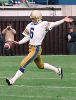Bob Cameron Winnipeg Blue Bombers kicker 1983. Copyright photograph Scott Grant