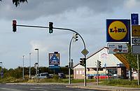GERMANY, discounter Aldi and Lidl at road / DEUTSCHLAND, Mecklenburg-Vorpommern, Plau, Discounter Aldi und Lidl an Ausfahrtstrasse