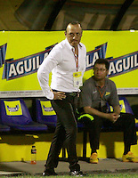 NEIVA - COLOMBIA -07 -02-2015: Jose F Santa, tecnico de Atletico Huila, durante partido entre Atletico Huila y Jaguares FC, por la fecha 2 de la Liga Aguila I-2015, jugado en el estadio Guillermo Plazas Alcid de la ciudad de Neiva. / Jose F Santa,  coach of Atletico Huila, during a match between Atletico Huila and Jaguares FC for the  date 1 of the Liga Aguila I-2015 at the Guillermo Plazas Alcid Stadium in Neiva city, Photo: VizzorImage / Chello Petro / Str.