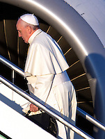 Papa Francesco si imbarca su un aereo per Nairobi, Kenya, all'aeroporto internazionale di Roma Fiumicino, 25 novembre 2015. Il Pontefice parte per un viaggio di 6 giorni con tappe in Uganda e Repubblica Centrafricana.<br /> Pope Francis boards a plane to Nairobi, Kenya, at Rome's Fiumicino international airport, 25 November 2015. The pontiff starts a 6-day trip including Uganda and Central African Republic.<br /> UPDATE IMAGES PRESS/Riccardo De Luca<br /> <br /> STRICTLY ONLY FOR EDITORIAL USE