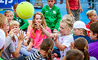 Den Bosch, Netherlands, 13 June, 2018, Tennis, Libema Open, Kidsday, kids press conference with Demi Schuurs (NED)  and Bibiane Schoofs (NED)<br /> Photo: Henk Koster/tennisimages.com